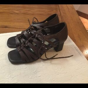 LNWOT Paces Leather Lace Up Block Heel FIRM